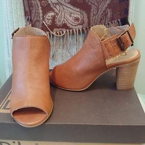 NWOT Diba 6.5 sandals, brown leather block heel